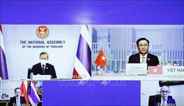 Chủ tịch Quốc hội Vương Đình Huệ hội đàm trực tuyến với Chủ tịch Quốc hội Thái Lan
