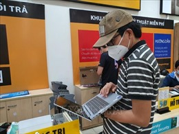 Khan hàng máy tính, laptop phục vụ học sinh học trực tuyến