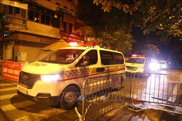 Hà Nội: Đưa người từ Bệnh viện hữu nghị Việt Đức đi cách ly tập trung trong đêm