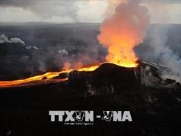 Nham thạch núi lửa phun trào ở Hawaii tạo thành đảo nhỏ ở ngoài khơi