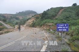 Sạt lở nghiêm trọng trên đường tránh đèo Măng Rơi, Kon Tum