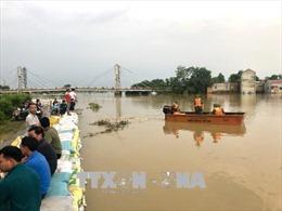 Mực nước vẫn trên mức báo động 3, Hà Nội dồn sức giữ các tuyến đê xung yếu