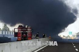 Tai nạn kinh hoàng xe bồn va chạm xe tải khiến 10 ô tô phát nổ