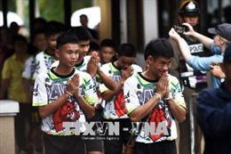 Thái Lan cấp quốc tịch cho 4 thành viên đội bóng thiếu niên được giải cứu từ hang Tham Luang
