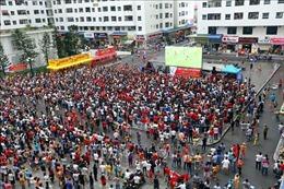 Người hâm mộ, gia đình các tuyển thủ 'truyền lửa' cho đội tuyển Olympic Việt Nam