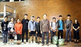 10 sinh viên Việt Nam học tập tại tâm chấn động đất Palu rời Jakarta về nước