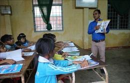 Lớp học tiếng Anh miễn phí ở buôn làng K'Ho