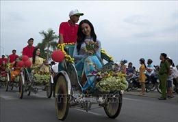 Diễu hành xe hoa chào mừng Hà Tiên lên thành phố