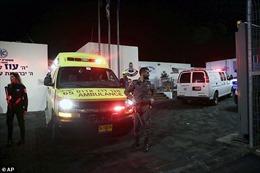 Cầm dao xông vào đồn tấn công cảnh sát ở Jerusalem