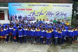 Mang áo ấm đến với học sinh hai xã miền núi đặc biệt khó khăn tại Nghệ An