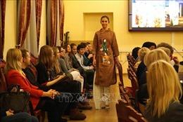 Giờ học đặc biệt về áo dài của sinh viên ngành Việt Nam học tại Nga