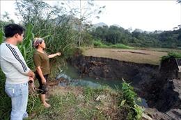 Bắc Kạn: Xuất hiện nhiều hố sụt lún 'nuốt chửng' ao cá, ruộng đất