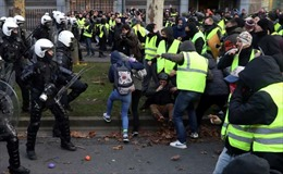 Cảnh sát Bỉ bắt giữ hàng trăm người tham gia biểu tình 'Áo vàng'