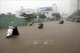 Nhiều tuyến đường ở thành phố Đà Nẵng ngập trong biển nước