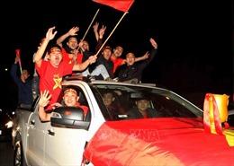 Hàng triệu người hâm mộ xuống đường ăn mừng Đội tuyển Việt Nam vô địch