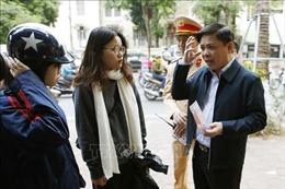 Bộ trưởng Nguyễn Văn Thể 'thị sát' học sinh đội mũ bảo hiểm