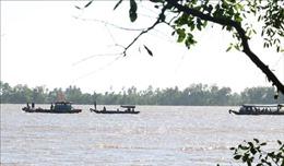 Một công nhân thiệt mạng do bị rơi từ sà lan xuống sông