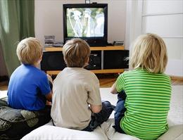 Trẻ nhỏ 'ngồi lì' trước tivi hơn 1 giờ/ngày có nguy cơ bị béo phì
