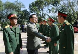 Bí thư Thành ủy Hà Nội chúc Tết cán bộ, chiến sỹ Trung đoàn Bộ binh 692
