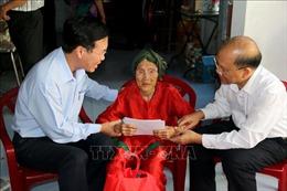 Trưởng ban Tuyên giáo Trung ương thăm, tặng quà gia đình chính sách tại Bình Thuận