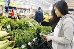 Sử dụng lá chuối gói rau tại Việt Nam lên báo Singapore
