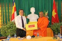 Thăm, tặng quà và chúc Tết cổ truyền Chôl Chnăm Thmây đồng bào dân tộc Khmer