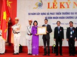 Phó Chủ tịch nước trao Huân chương Lao động hạng Nhất cho Trường Đại học Kinh tế Huế