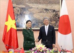 Đại tướng Ngô Xuân Lịch hội đàm với Bộ trưởng Bộ Quốc phòng Nhật Bản