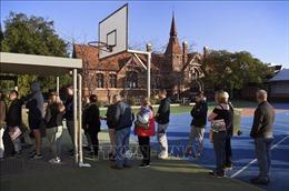 Các điểm bỏ phiếu tại Australia bắt đầu mở cửa