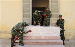 Thu giữ gần 2.000 gói thuốc lá điếu ngoại nhập lậu sát biên giới Campuchia