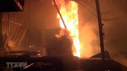 Xưởng gỗ hơn 1.000 m2 bị 'bà hỏa' thiêu rụi