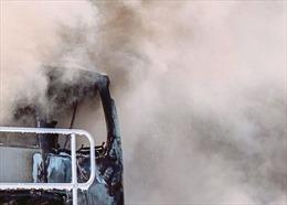 Xe buýt chở người di cư trái phép lao vào một cửa hàng khiến 10 người thiệt mạng