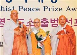 Chủ tịch Hội Phật tử Việt Nam tại Hàn Quốc nhận giải thưởng hòa bình Phật giáo thế giới