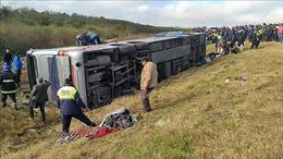 Lật xe buýt do chạy quá tốc độ, ít nhất 43 người thương vong