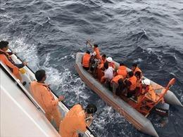 Tích cực tìm kiếm các ngư dân và khắc phục sự cố trên biển