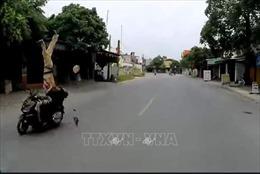 Đâm xe máy tốc độ cao gây trọng thương cảnh sát giao thông