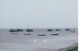 Ninh Bình còn 4 phương tiện đánh bắt gần bờ bị mắc cạn