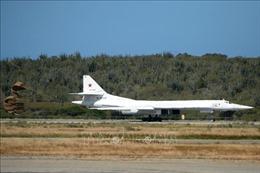 Nga điều máy bay ném bom Tu-160 tới gần biên giới với Mỹ