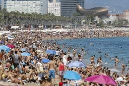 Sơ tán dân trên bãi biển ở Barcelona do phát hiện thiết bị nổ dưới nước