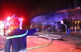 Cháy lớn khu nhà xưởng 5.000m2 của công ty sản xuất đệm mút