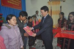 Trao quốc tịch Việt Nam cho 9 công dân Lào tại huyện A Lưới, Thừa Thiên - Huế