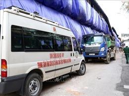 Thăm, tặng quà các gia đình bị ảnh hưởng vụ cháy tại Công ty Rạng Đông