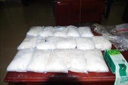 Phát hiện, thu giữ hơn 15kg bột trắng nghi ma túy đá tại cửa khẩu Hoa Lư