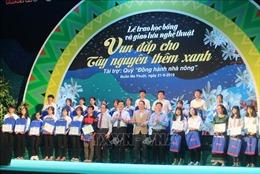 Trao học bổng 'Tiếp sức đến trường' cho tân sinh viên khu vực Tây Nguyên