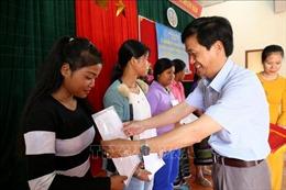 Trao quyết định nhập quốc tịch Việt Nam cho 350 cư dân biên giới Việt - Lào