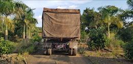 Xe container đổ trộm hàng chục tấn chất thải rắn nguy hại ở Bình Phước