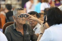 Hội Mắt Kính TP Hồ Chí Minh khám mắt và tặng kính từ thiện tại thủ đô Campuchia