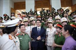Phó Thủ tướng Vũ Đức Đam gặp mặt Đoàn đại biểu phụ nữ Công an tiêu biểu