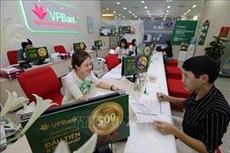 'Cuộc đua' miễn phí dịch vụ của các ngân hàng