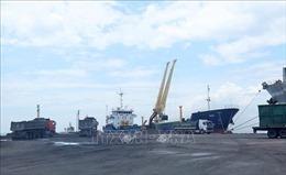 Hàng thông qua cảng biển tiếp tục tăng mạnh